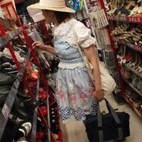 """<strong>Большинство магазинчиков Харадзюку выглядят вот как такие развалы товаров китайского происхождения. Поэтому на Харадзюку можно найти как очень дешевые крутые вещи, так и очень дорогие брендовые.</strong><br/> <span style=""""font-size:0.8em"""">Используйте стрелки чтобы листать изображения</span><br/> <a href=""""http://sengie.ru/gallery/user/sengie-man/516/12086""""><span style=""""font-size:0.8em"""">Комментировать(0)</span></a> <a href=""""http://sengie.ru/gallery/user/sengie-man/516/12086""""><span style=""""font-size:0.8em"""">Рейтинг:(0)</span></a>"""